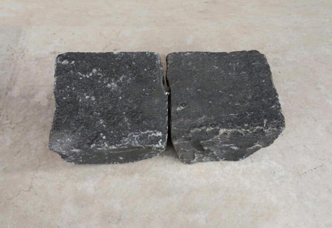Giá đá 1×2 đen xây dựng